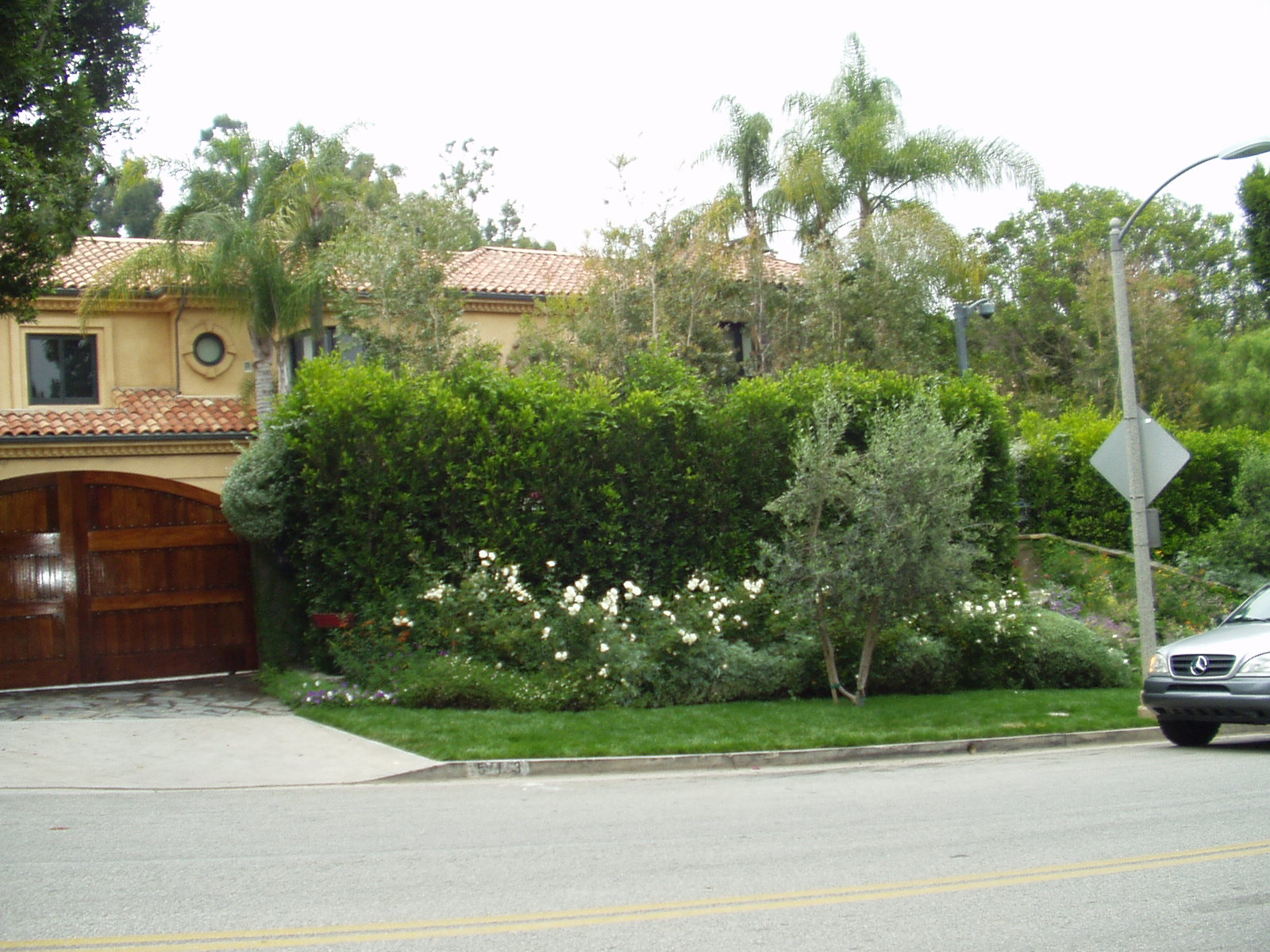 Christina Aguilera S Current Beverly Hills Home Mtv S