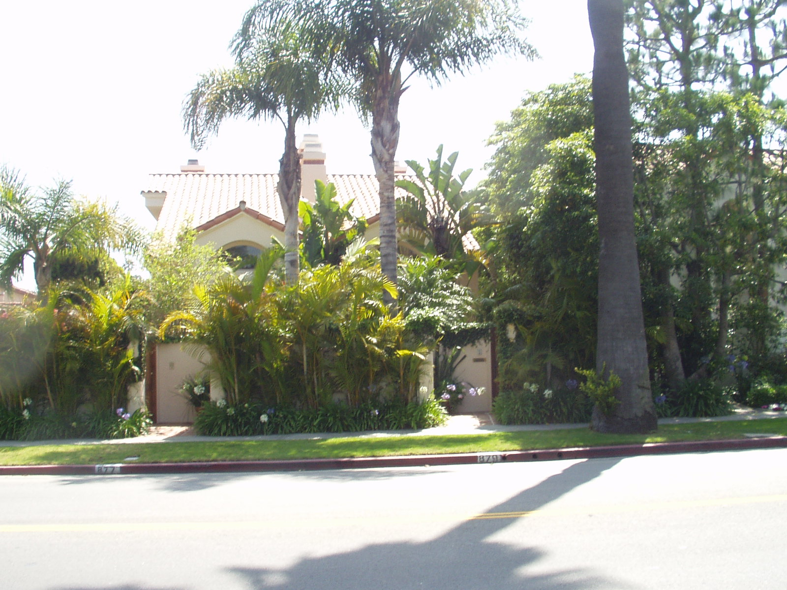 malibu and surrounding area driveways of the rich and